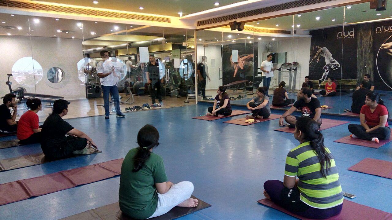 Group Past Life Regression - Yogi Jnana Param explaining, what to expect from this meditation